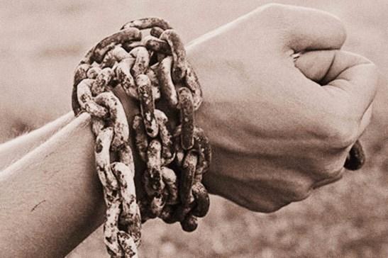 cadenas_en_la_manos