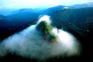 vista-aerea-del-pico-adan