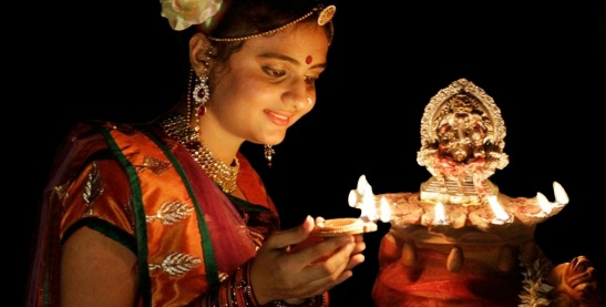 diwali-lighting-lamp-beautiful-girl-1