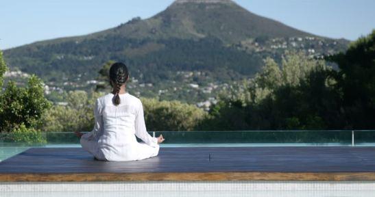 301304991-regazo-100-dolares-posicion-de-lotus-meditacion