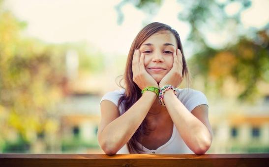 una-chica-feliz-llena-de-bienestar-espiritual