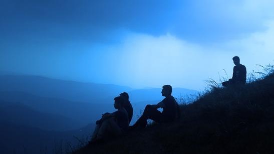5849bae907d19_silhouette-people-1209722_640