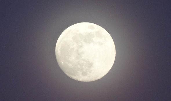 August-Full-Moon-date-peak-time-last-full-moon-summer-sturgeon-moon-1008692